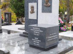 Закончено строительство мемориала Е.К. Иофель на кладбище Бадалык Красноярска.