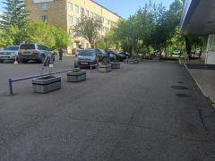 На территории БСМП им.Карповича в Красноярске выставлены вазоны Стимэкс