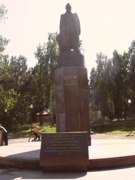 Памятник строителям ГЭС