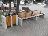 На Театральной площади продолжается замена старой городской мебели