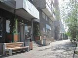 В Центральном районе Красноярска на проспекте Мира произведена замена городской мебели